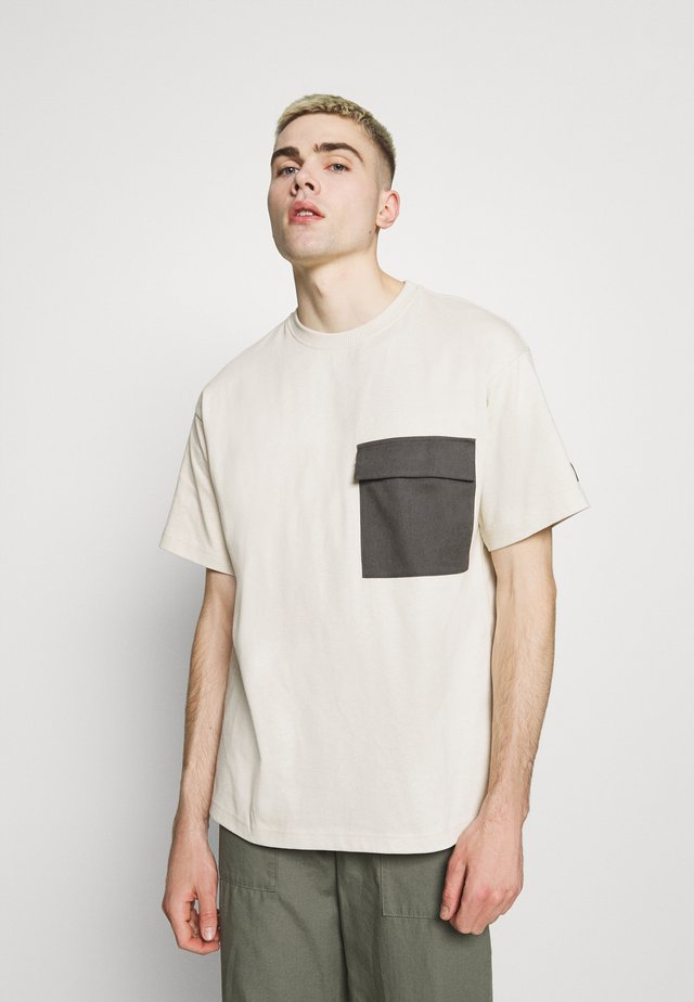 NIX POCKET TEE - T-shirt imprimé - shell