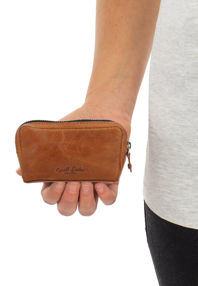 Gusti Leder - Wallet - hazelnut