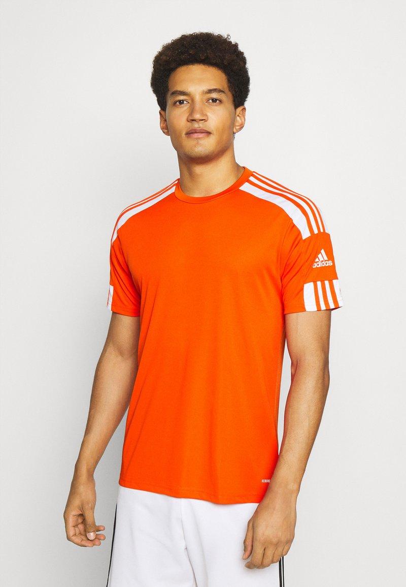 adidas Performance - SQUAD 21 - T-shirt z nadrukiem - teaora/white