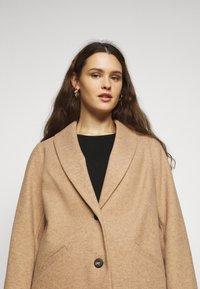 Dorothy Perkins Curve - MINIMAL SHAWL COLLARCROMBIE COAT - Short coat - camel - 4