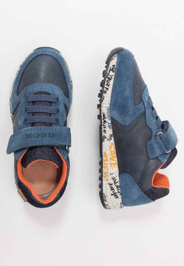ALBEN BOY - Sneakers laag - navy/orange