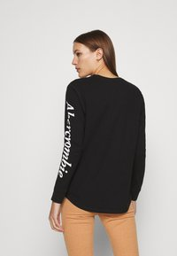 Abercrombie & Fitch - ITALIC LOGO TEE - Long sleeved top - black - 2