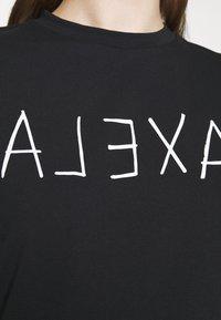 Alexa Chung - ALEXA BOXY TEE - T-Shirt print - black - 4