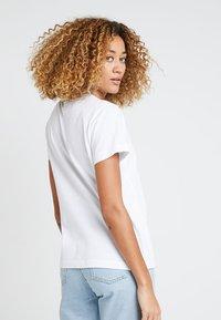 Champion Reverse Weave - Print T-shirt - white - 2