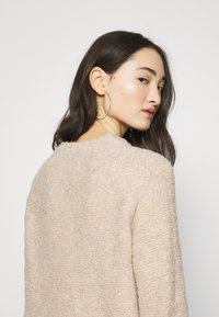 ONLY - ONLOLIVIA O NECK - Maglione - nude - 3