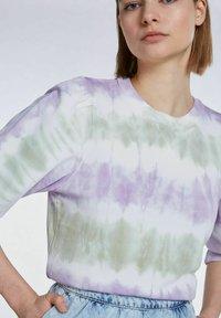 SET - MIT BATIK-LOOK - Sweatshirt - lilac green - 4