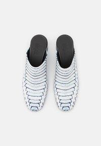 MM6 Maison Margiela - Pantofle na podpatku - white/black - 5