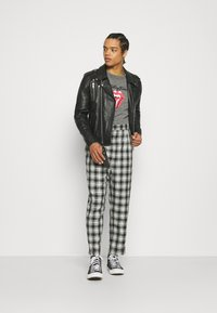 Vintage Supply - CASUAL CHECK TROUSER - Trousers - grey - 1