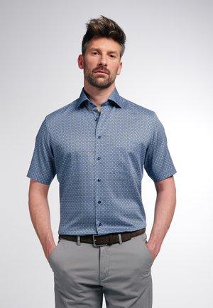 MODERN FIT - Shirt - blau/grün