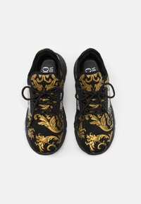Versace Jeans Couture - DYNAMIC - Baskets basses - nero/oro - 3