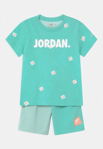 JUMPMAN SET - Print T-shirt - tropical twist