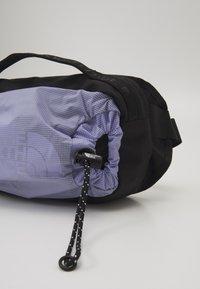 The North Face - BOZER HIP PACK III  L UNISEX - Bum bag - sweet lavender/black - 6