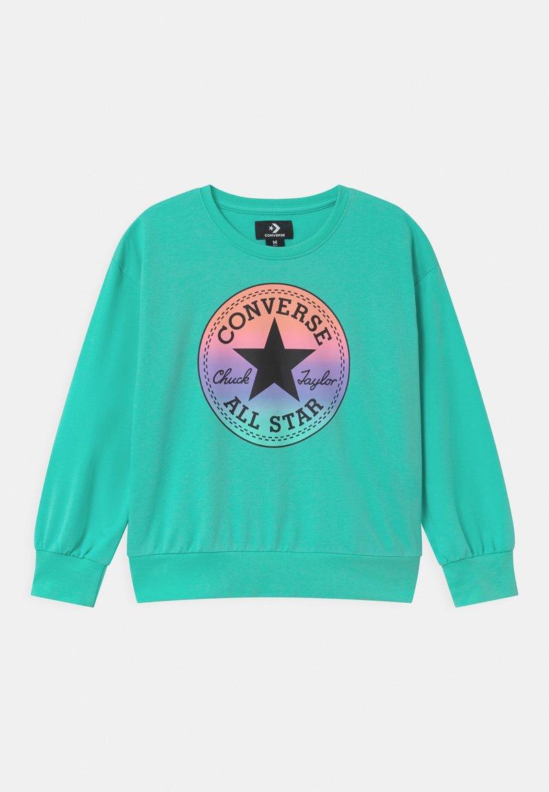 Converse - RELAXED CHUCK PATCH CREW - Sweatshirts - aurora green