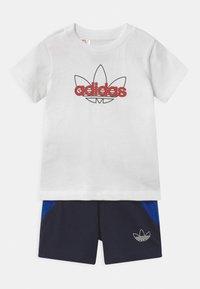 adidas Originals - SET UNISEX - Shorts - white/black - 0