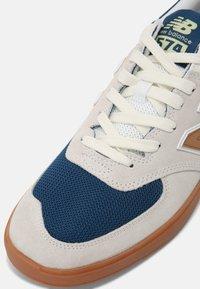 New Balance - AM574 UNISEX - Zapatillas - white/gold - 4