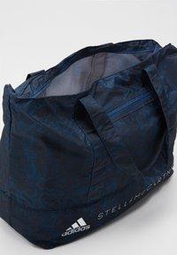 adidas by Stella McCartney - LARGE TOTE - Treningsbag - blue/black/white - 4