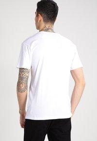 Vans - CLASSIC - Camiseta estampada - white/black - 2