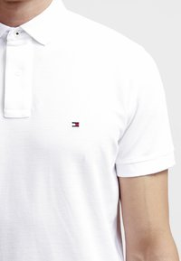 Tommy Hilfiger - PERFORMANCE REGULAR FIT - Polo shirt - white - 4