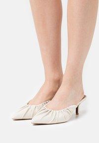 Who What Wear - JOY - Heeled mules - prestine - 0