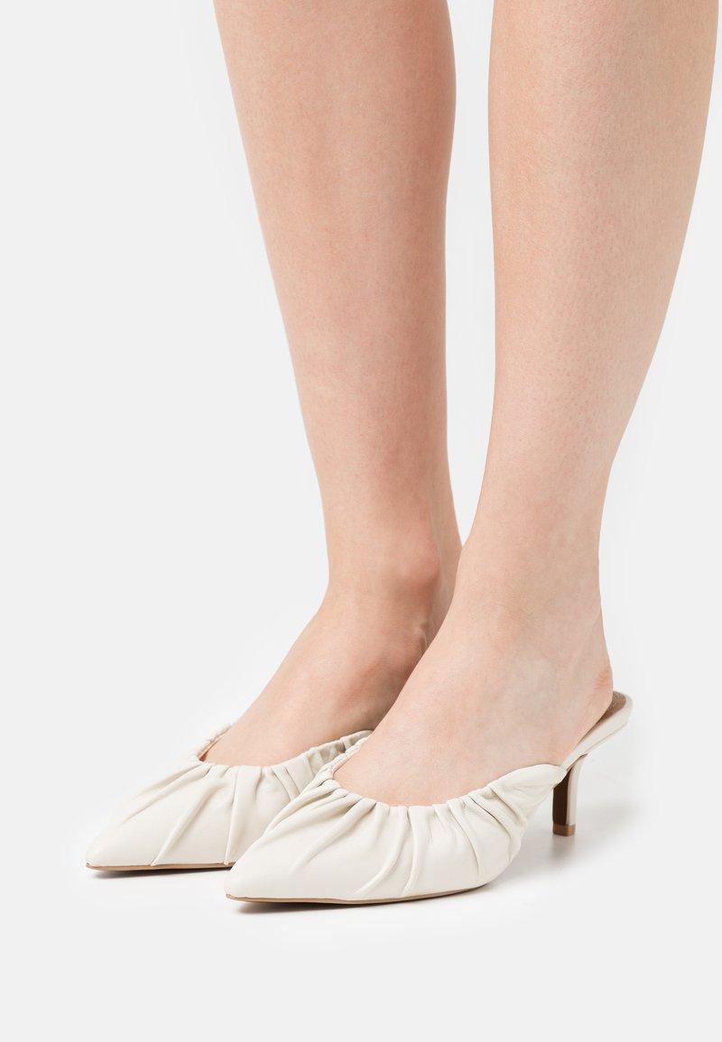 Who What Wear - JOY - Heeled mules - prestine