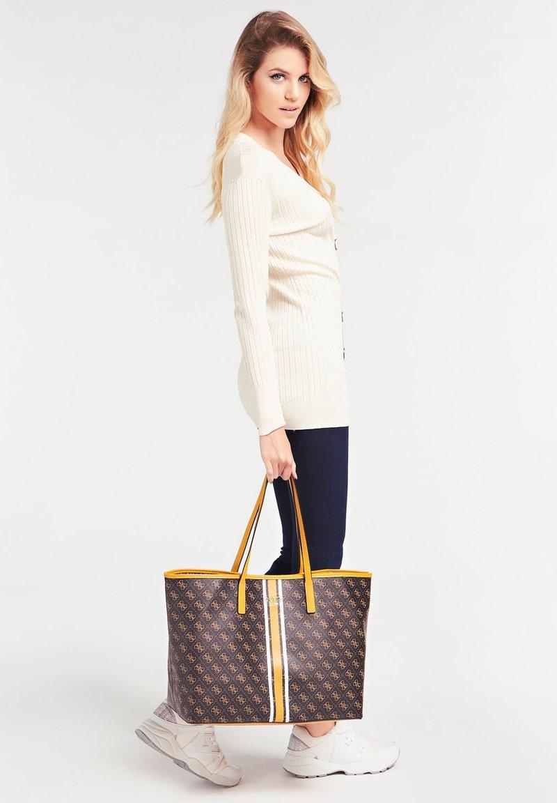 Guess - VIKKY - Tote bag - braun