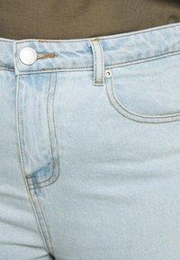 Glamorous Curve - Denim shorts - light wash - 3