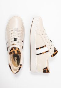 MICHAEL Michael Kors - IRVING STRIPE LACE UP - Sneakers laag - ecru - 3