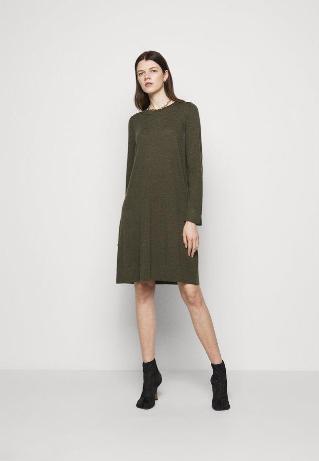 DRESS - Gebreide jurk - khaki
