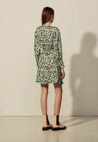 sandro - Sukienka letnia - vert/noir - 2