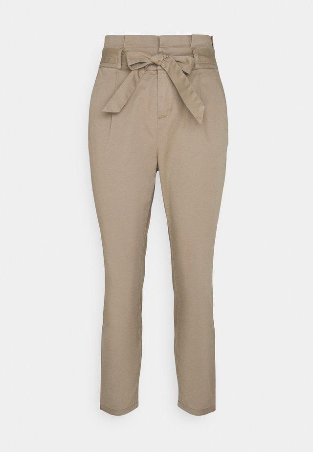VMEVA PAPERBAG - Spodnie materiałowe - silver mink