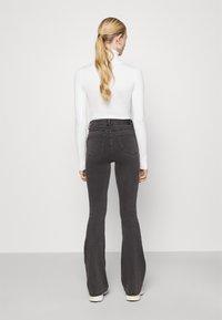 Noisy May - NMSALLIE  - Jeans a zampa - dark grey denim - 2