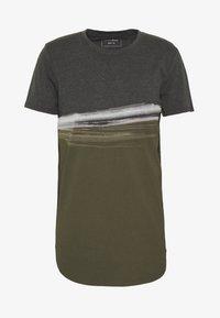 Print T-shirt - woodland green