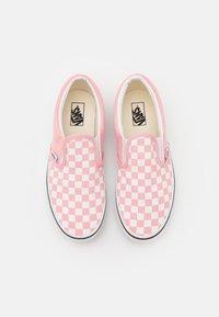 Vans - JN CLASSIC SLIP-ON - Sneakers laag - powder pink/true white - 3