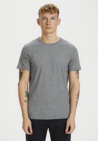 Matinique - JERMANE - Print T-shirt - dark navy - 0