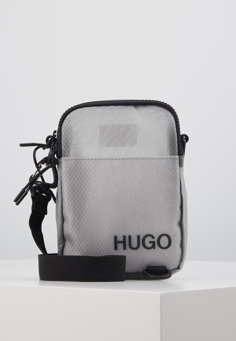 HUGO - CYBER ZIP - Skuldertasker - grey