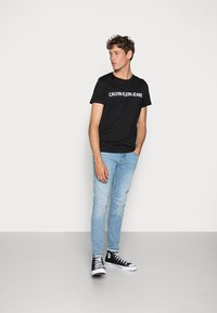 Calvin Klein Jeans - CORE INSTITUTIONAL LOGO TEE - Triko spotiskem - ck black - 1