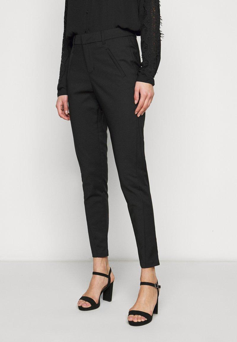 Vero Moda Tall - VMVICTORIA ANTIFIT ANKLE PANTS - Trousers - black