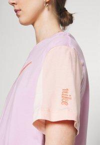 Nike Sportswear - Camiseta estampada - arctic pink - 4
