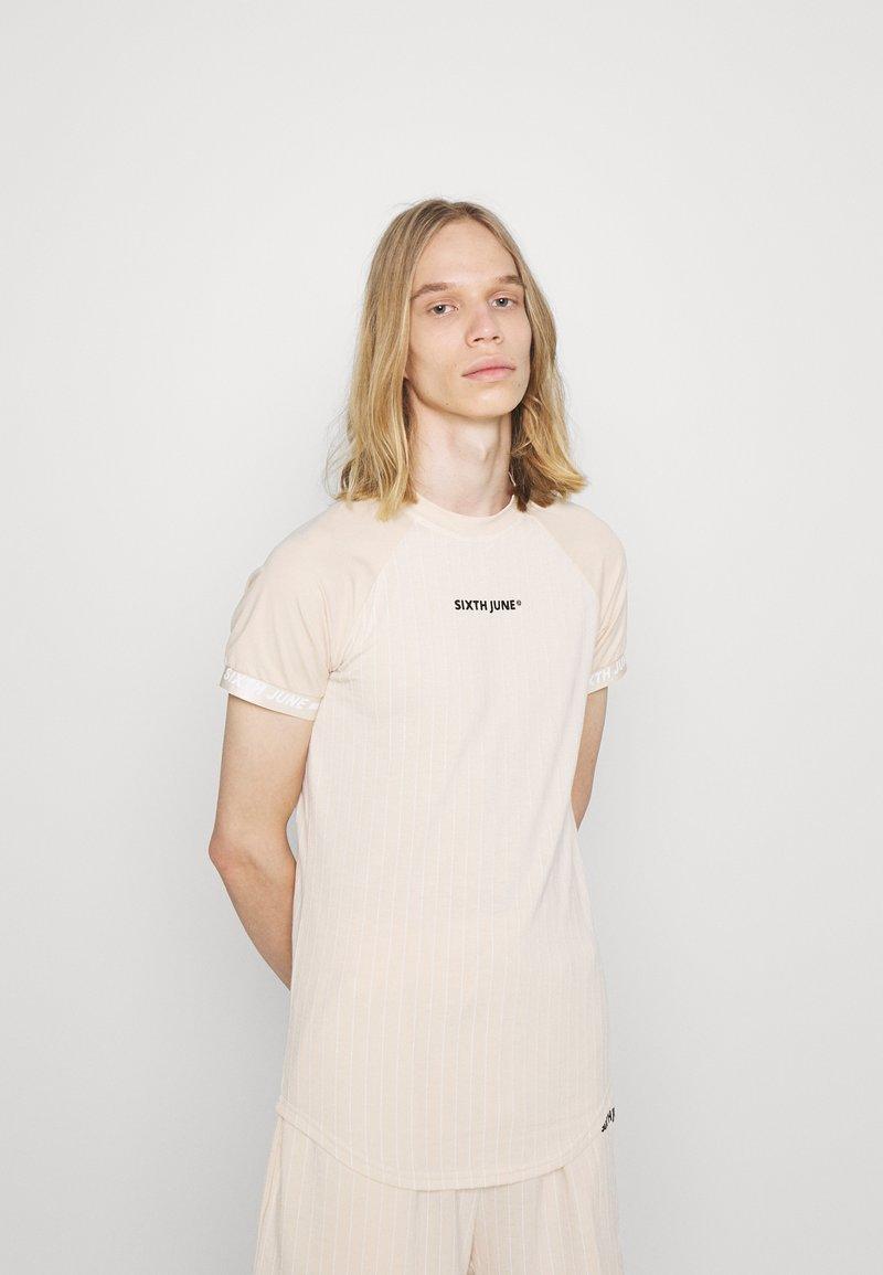 Sixth June - STRIPES SPORT TEE - Print T-shirt - beige