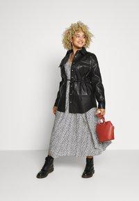 Glamorous Curve - SHIRT JACKETS - Faux leather jacket - black - 1