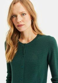 WE Fashion - MET STRUCTUUR - Cardigan - dark green - 4