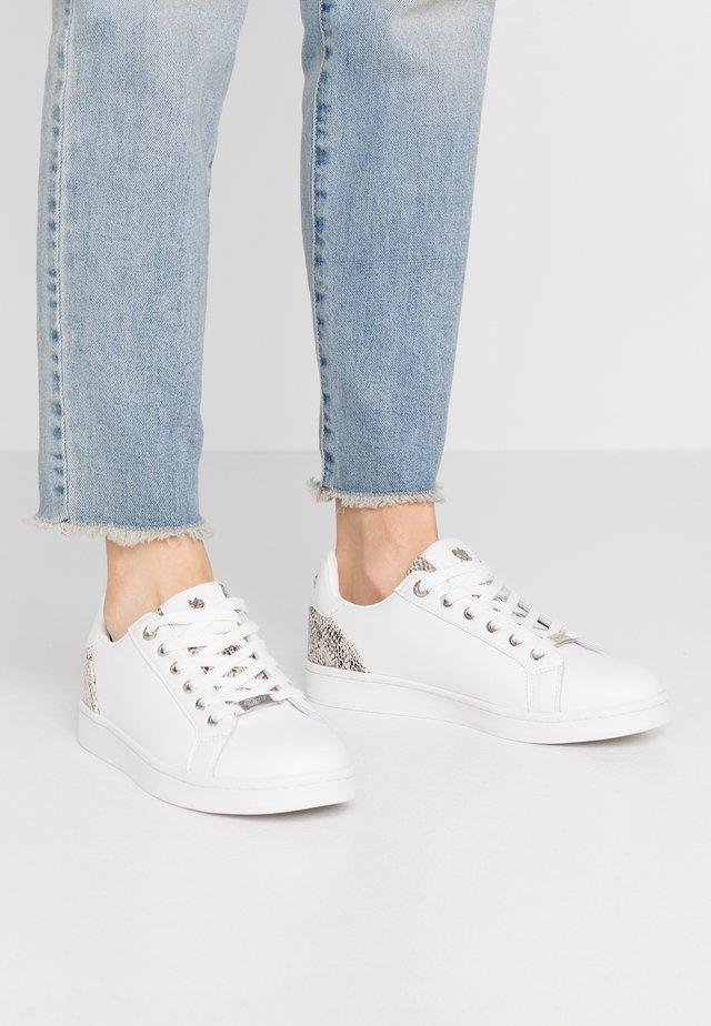EEKE - Zapatillas - white/taupe