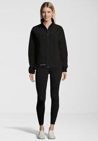 Whistler - MIT WASSERDICHTER ZWISCHENMEMBRAN - Soft shell jacket - black - 1