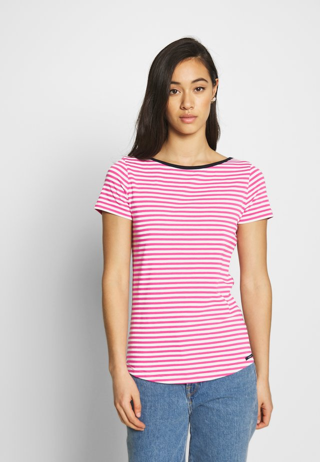 LUELLA - T-shirts med print - carmine rose/pearl