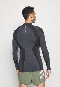 Endurance - KELULA SEAMLESS MIDLAYER - Long sleeved top - black - 2