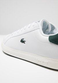 Lacoste - GRADUATE - Zapatillas - white/dark green - 5