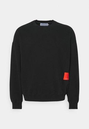 OVERSIZED BADGE  - Sweatshirt - black