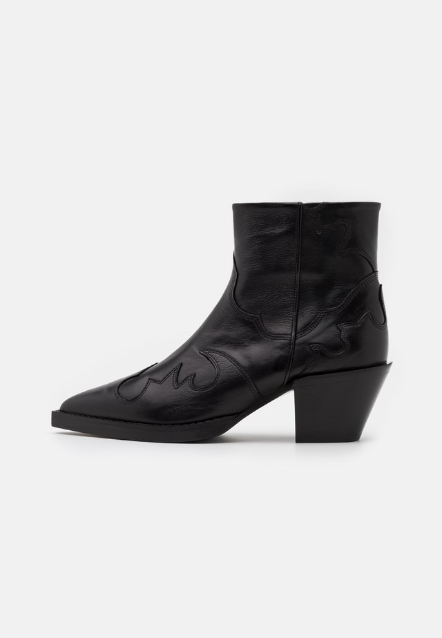 BOTTINES EN AVEC DECOUPES - Korte laarzen - black
