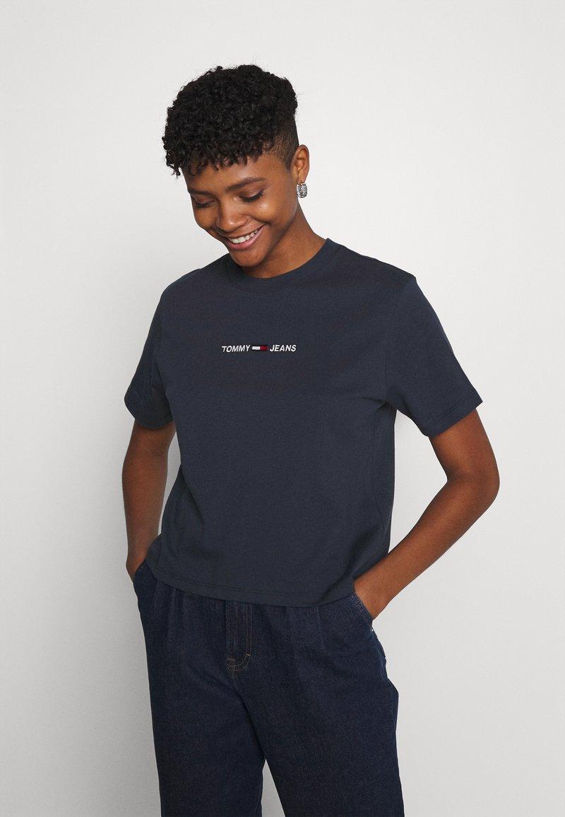 Tommy Jeans - LINEAR LOGO TEE - T-shirt basic - twilight navy