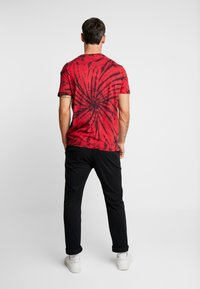 Be Edgy - GIGGSEN - T-shirt imprimé - red